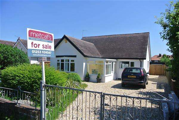 3 Bedrooms Bungalow for sale in Devonshire Road, Blackpool