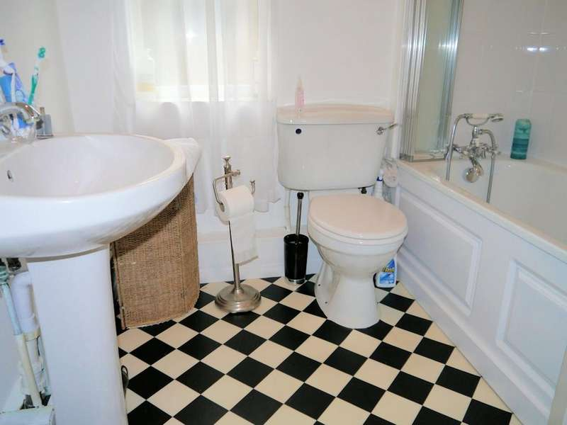1 Bedroom Flat for sale in Orchard Lea Villas, Dedworth Road, Windsor SL4