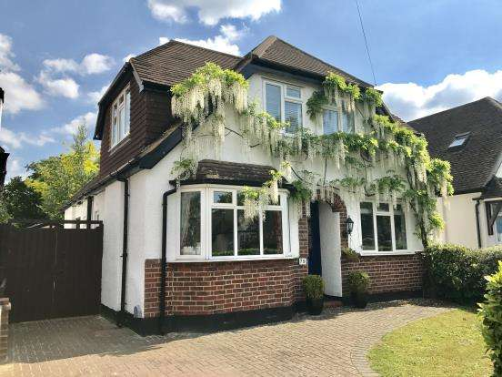 4 Bedrooms Detached House for sale in West Byfleet, Surrey