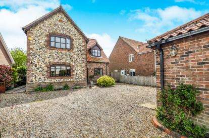 4 Bedrooms Detached House for sale in Mutford, Beccles, Suffolk