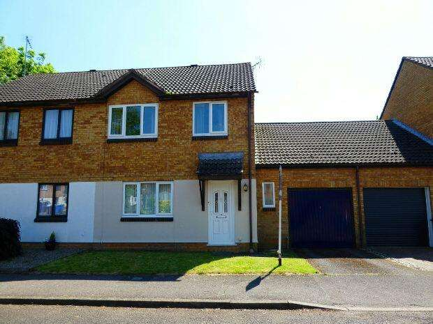 4 Bedrooms Semi Detached House for sale in Banesberie Close, Banbury