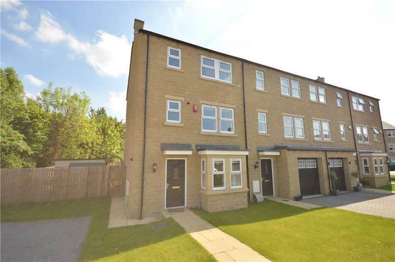 4 Bedrooms Town House for sale in Tweedales Court, Guiseley, Leeds, West Yorkshire