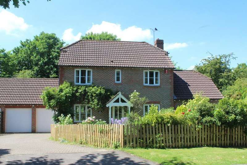 4 Bedrooms Detached House for sale in Riverside, Storrington