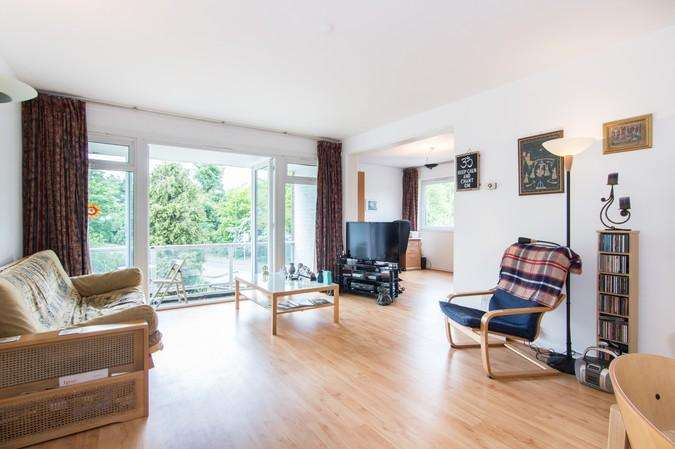 2 Bedrooms Flat for sale in Roehampton Court, Queen's Ride, London