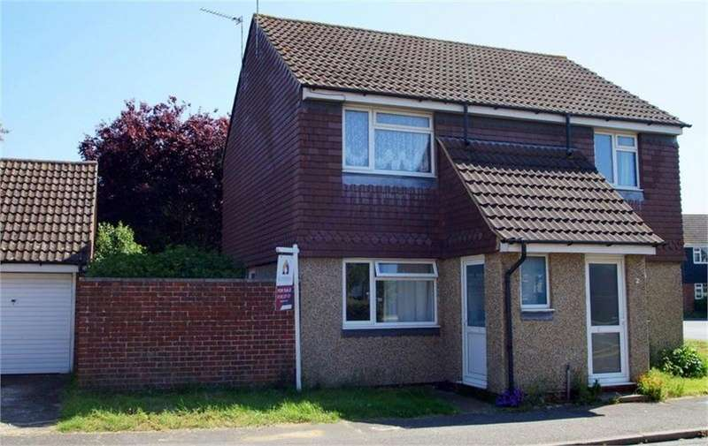 2 Bedrooms Ground Maisonette Flat for sale in Bluebell Avenue, Clacton-on-Sea, Essex