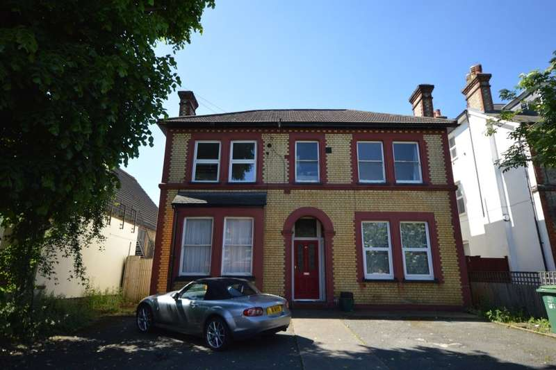 Flat for sale in Queens Road, Wallington, SM6