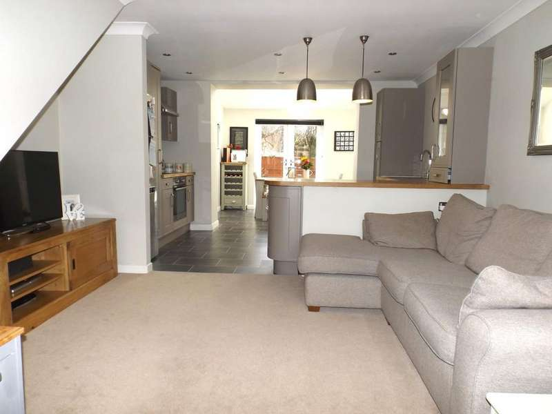 3 Bedrooms Semi Detached House for sale in St Matthews Close, Haslington