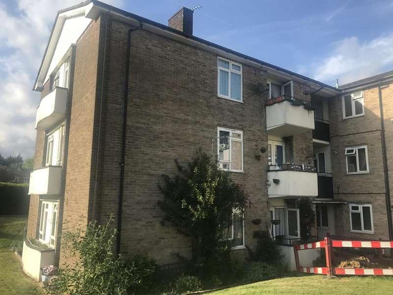2 Bedrooms Flat for sale in Weardale Court, Quinta Drive, Arkley EN5