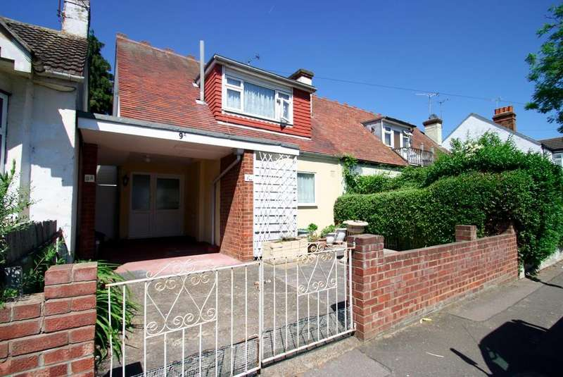2 Bedrooms Semi Detached House for sale in Pavilion Drive, Leigh-On-Sea