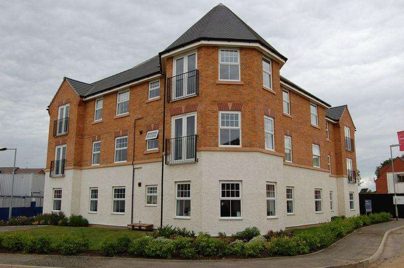2 Bedrooms Penthouse Flat for sale in Conyger Close, Great Oakley