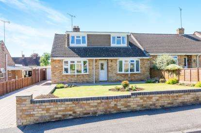 3 Bedrooms Bungalow for sale in Orchard Road, Winchcombe, Cheltenham, Gloucestershire