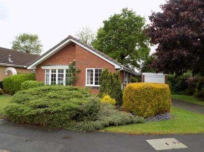 3 Bedrooms Bungalow for sale in Kensington Drive, Sutton Coldfield, West Midlands, .