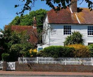 4 Bedrooms Semi Detached House for sale in De La Warr Road, Bexhill-On-Sea, East Sussex