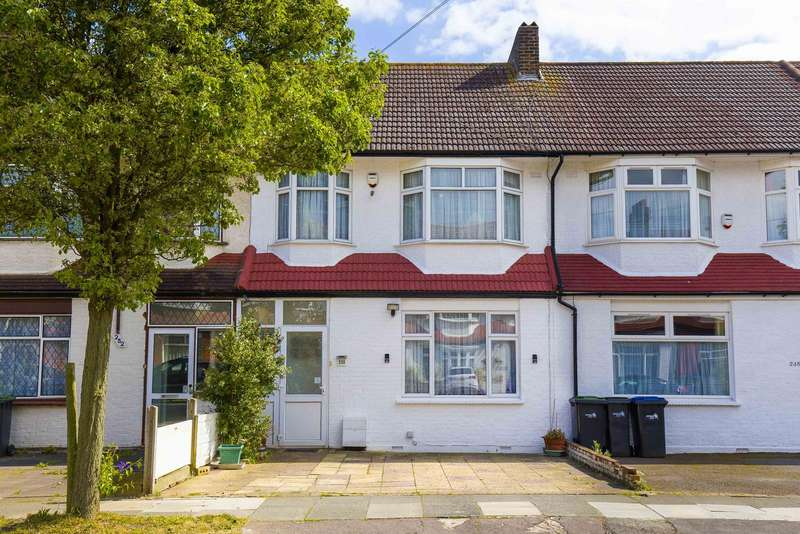 3 Bedrooms Property for sale in Princes Avenue, Palmers Green, London, N13