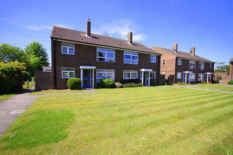 2 Bedrooms Flat for sale in Lea View, Waltham Abbey, Essex, EN9