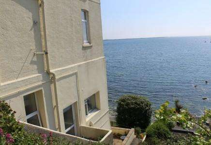 2 Bedrooms Apartment Flat for sale in Carrick Court, Port St Mary, Isle of Man, IM9