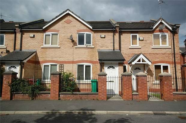 2 Bedrooms Terraced House for sale in Fenn St, Hulme, Manchester