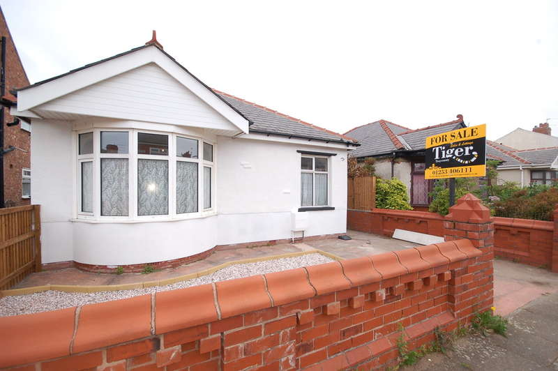2 Bedrooms Detached Bungalow for sale in Abbeyville, Blackpool