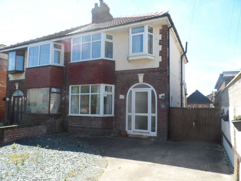 3 Bedrooms Semi Detached House for sale in Carr Gate, CLEVELEYS, FY5 1LB