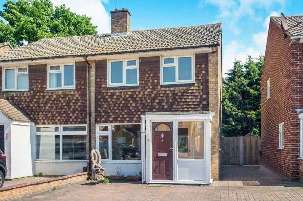 2 Bedrooms Semi Detached House for sale in Hersham, Walton-On-Thames, Surrey