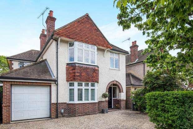 5 Bedrooms Detached House for sale in Avenue, Byfleet, Surrey