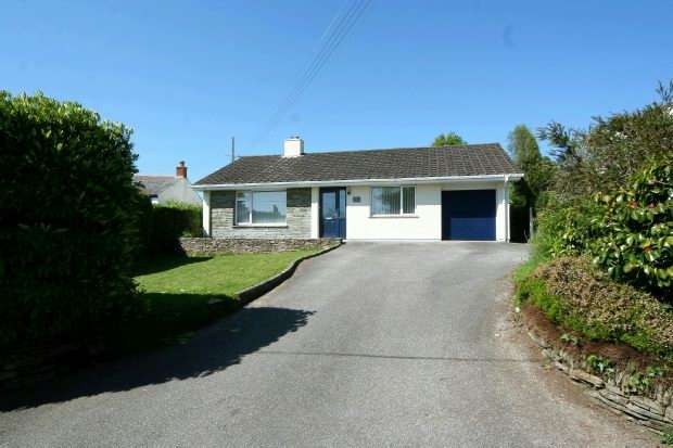 3 Bedrooms Detached Bungalow for sale in Tregye Road, Carnon Downs, TRURO