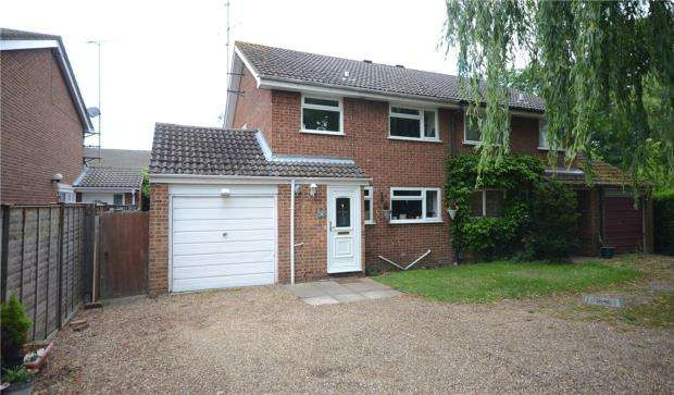 3 Bedrooms Semi Detached House for sale in Hartsleaf Close, Fleet, Hampshire