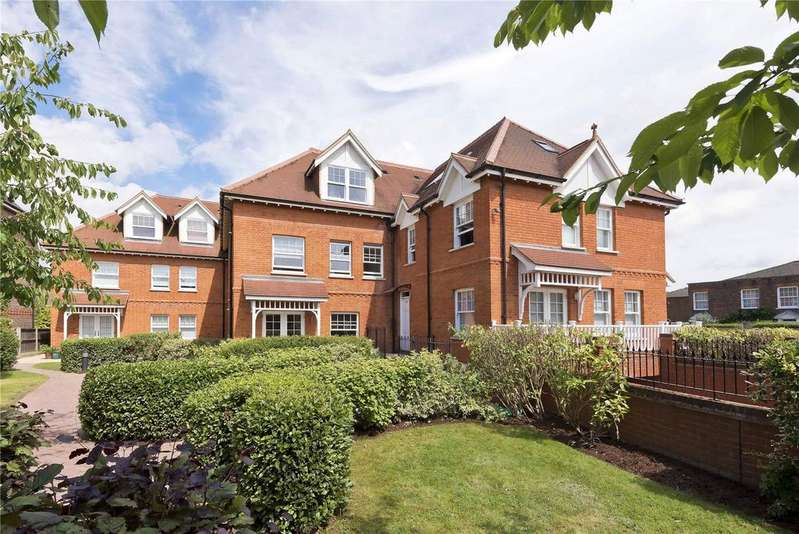 3 Bedrooms Penthouse Flat for sale in Loxwood, 20 Oatlands Chase, KT13