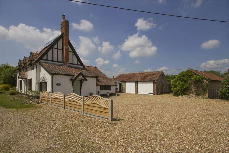 3 Bedrooms Detached House for sale in Meadow Lane, Carbrooke, Norfolk