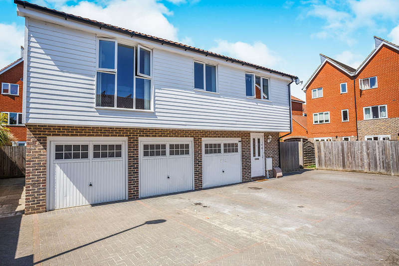 2 Bedrooms Flat for sale in Thomas Neame Avenue, Faversham, ME13
