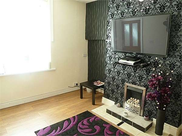2 Bedrooms Terraced House for sale in Albert Road, Halifax, West Yorkshire