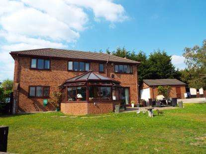 4 Bedrooms Detached House for sale in Bod Offa Lane, Mynydd Isa, Mold, Flintshire, CH7