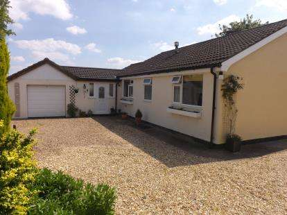 2 Bedrooms Bungalow for sale in Lincoln Road, East Barkwith, Market Rasen