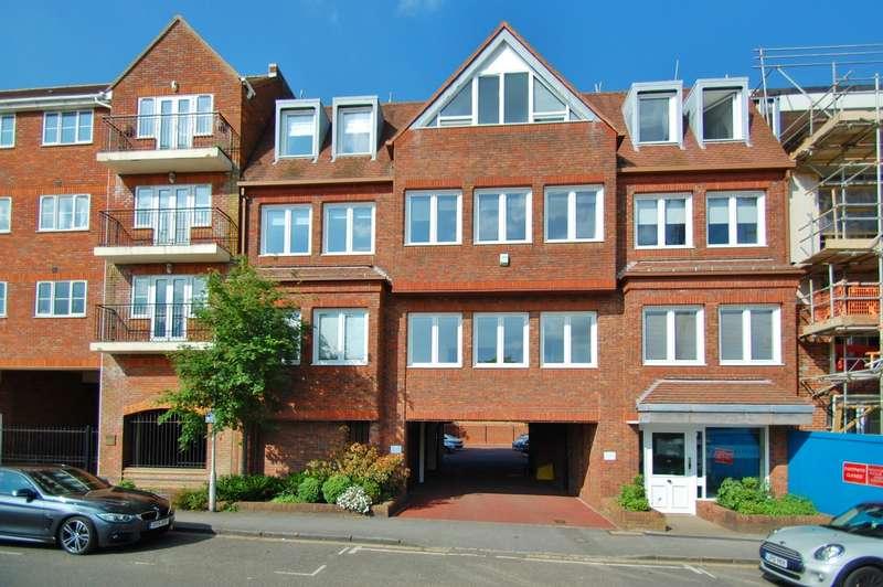 1 Bedroom Flat for sale in Portland House, Station Road, Gerrards Cross, SL9