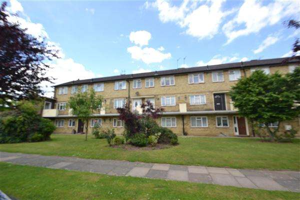 2 Bedrooms Maisonette Flat for sale in Glebe House, Glebe Way, Hanworth