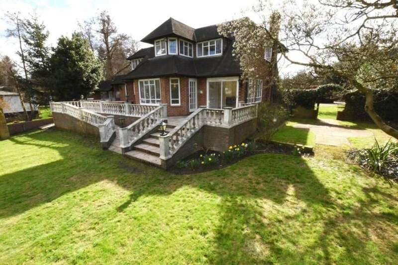 5 Bedrooms Detached House for sale in Hamm Court, Weybridge