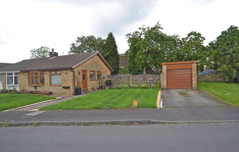 2 Bedrooms Semi Detached Bungalow for sale in Meadow Way, Tingley, Wakefield