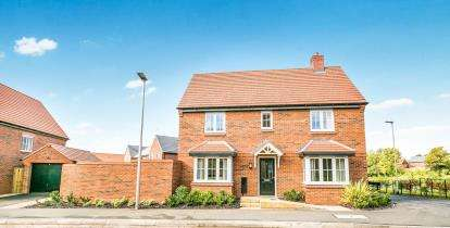 3 Bedrooms Semi Detached House for sale in Holcroft Drive, Cuddington, Northwich, Cheshire