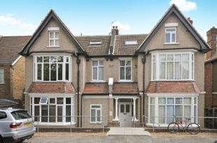 2 Bedrooms Flat for sale in Ravensbourne Park, London, Catford, London