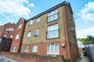 2 Bedrooms Flat for sale in Brighton Road, South Croydon, .