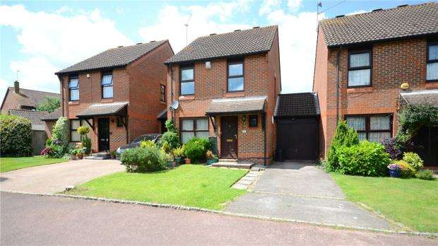 3 Bedrooms Link Detached House for sale in Nutmeg Close, Earley, Reading