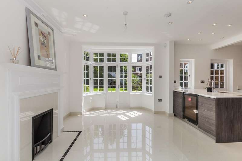 5 Bedrooms House for sale in Hampstead Way, NW11