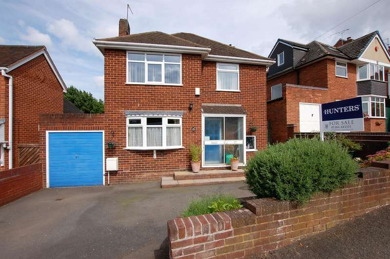3 Bedrooms Detached House for sale in Kingsway, Wollaston, DY8 4TW