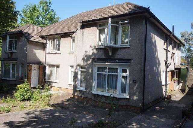 2 Bedrooms Ground Maisonette Flat for sale in Heath Halt Road, Heath, Heath, Cardiff CF23