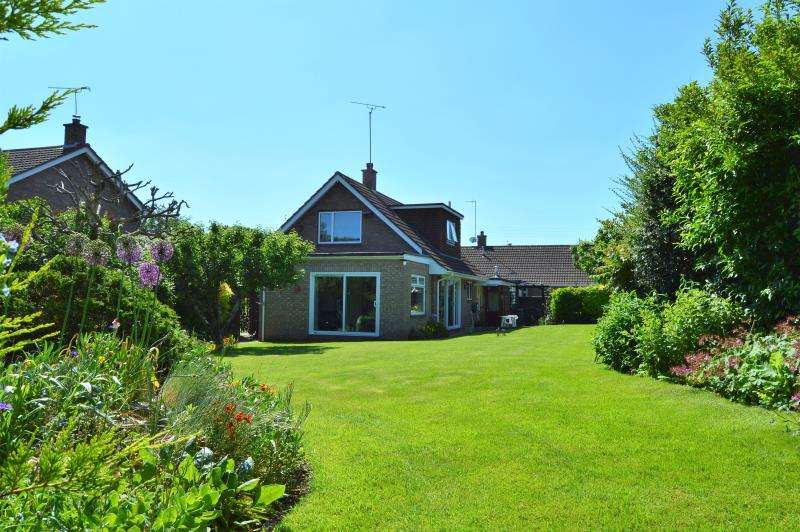 3 Bedrooms Detached House for sale in Marks Close, Ruishton, Taunton, Somerset, TA3 5JP