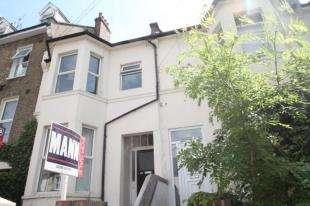 3 Bedrooms Flat for sale in Eglinton Road, Plumstead