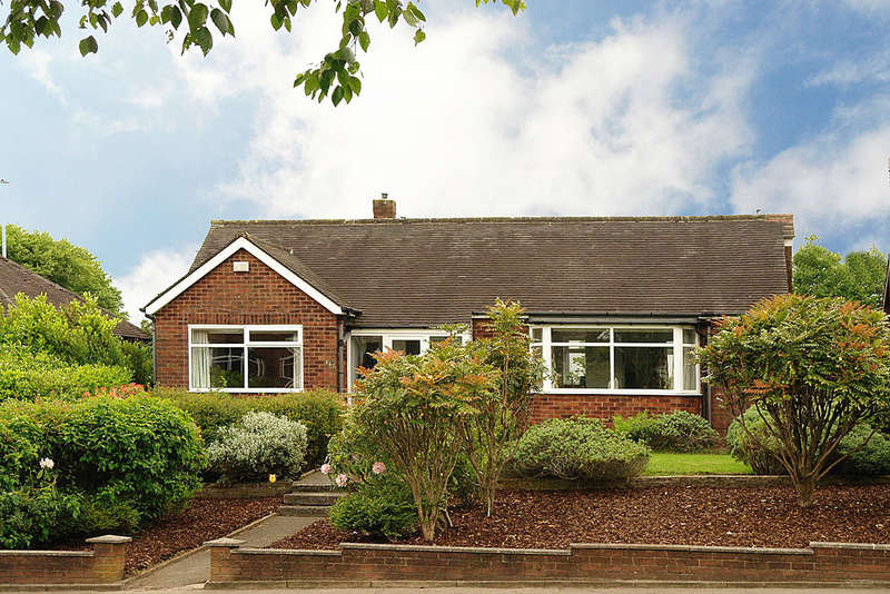 3 Bedrooms Detached Bungalow for sale in 857 Oldham Road, Thornham, Rochdale