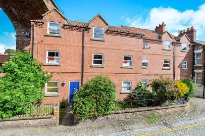 2 Bedrooms Flat for sale in High Church Wynd, Yarm, Stockton On Tees