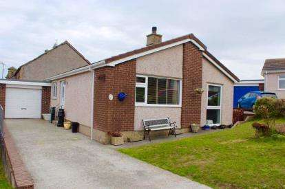3 Bedrooms Bungalow for sale in Yr Ogof, Holyhead, Sir Ynys Mon, LL65