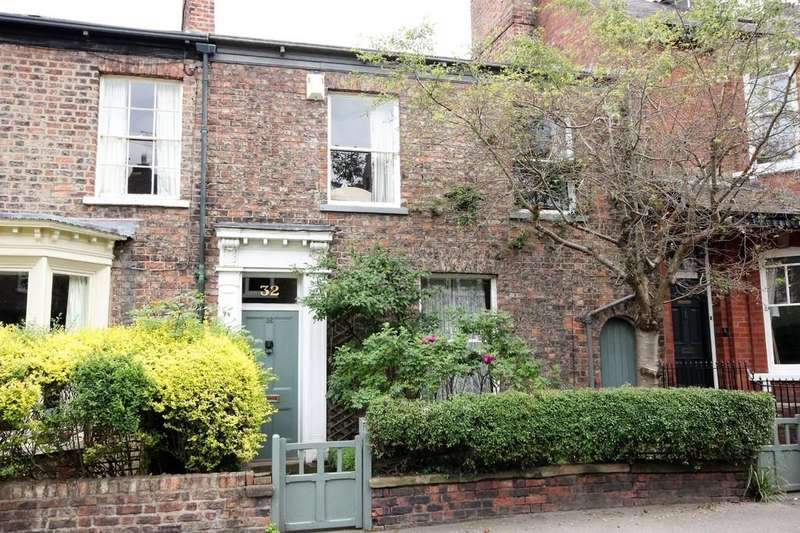 3 Bedrooms Terraced House for sale in 32 Burton Stone Lane York YO30 6BT
